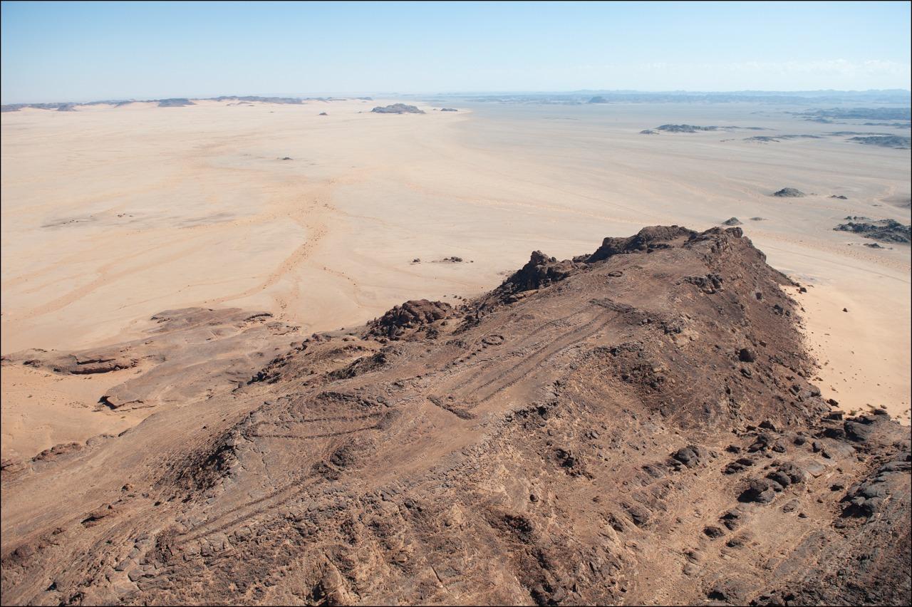 مجموعة من هياكل مستطيلة ضخمة شمال غرب السعودية (الهيئة الملكية بالعلا)