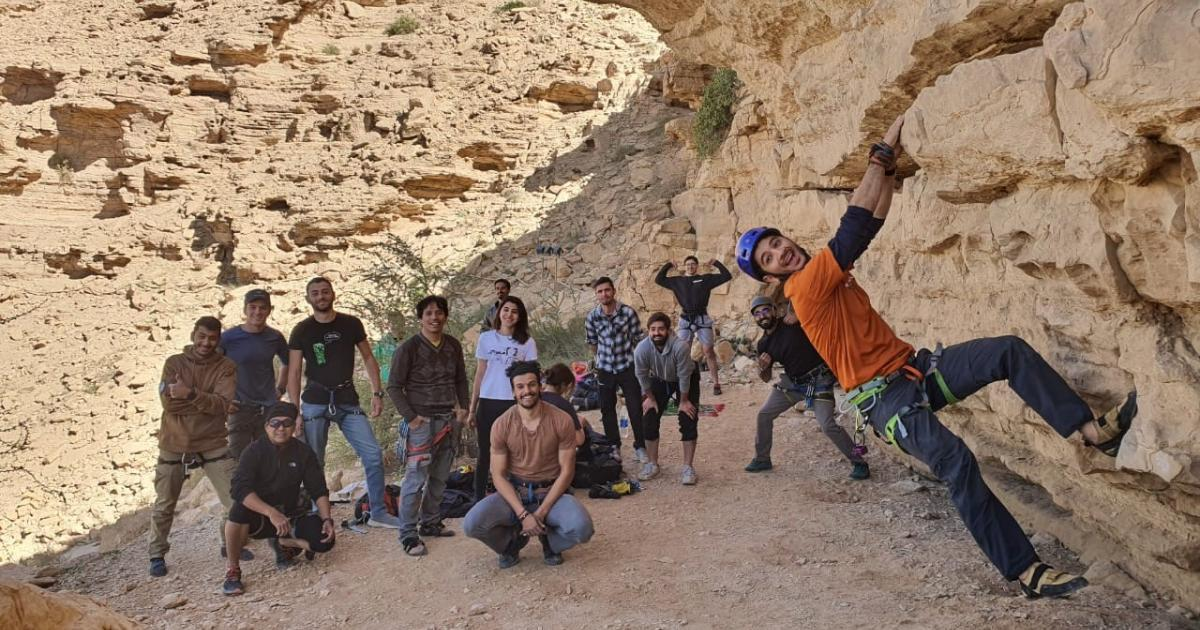 """رياضة """"تسلق الصخور"""" مغامرات داخل الجبال السعودية ..."""