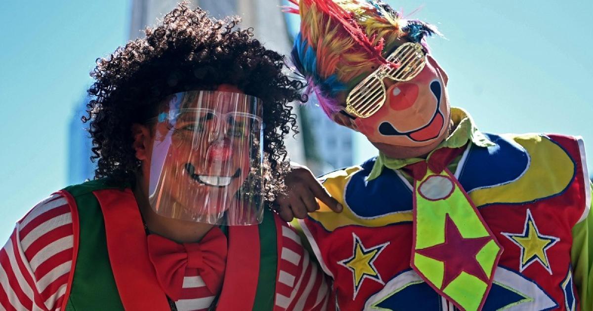 السلفادور تحتفل باليوم الوطني للمهرج على الرغم من تفشي ...