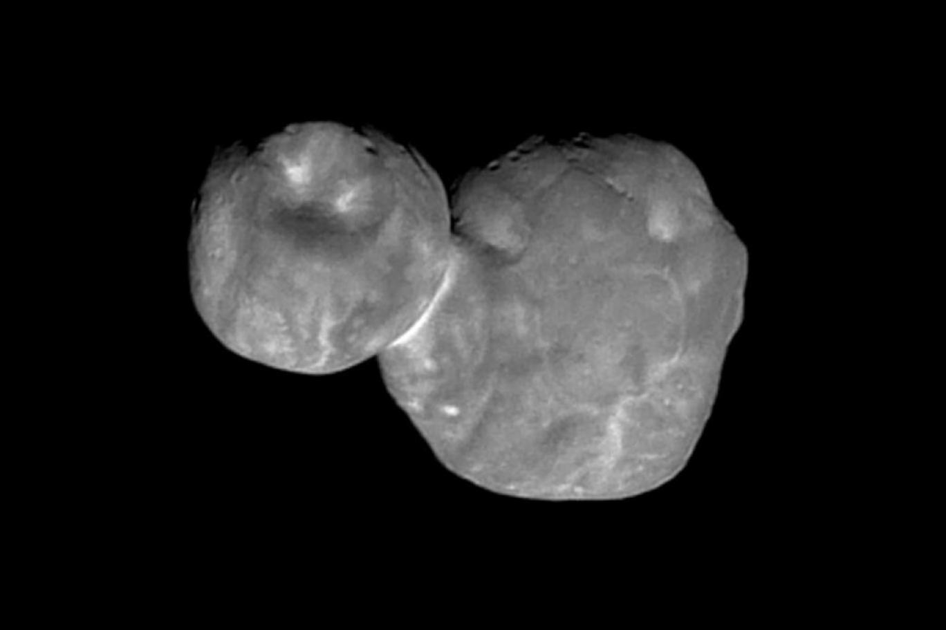 """جسم غريب الشكل في أقاصي النظام الشمسي يصدم علماء """"ناسا""""... """"لم نر شيئا مثله من قبل"""""""