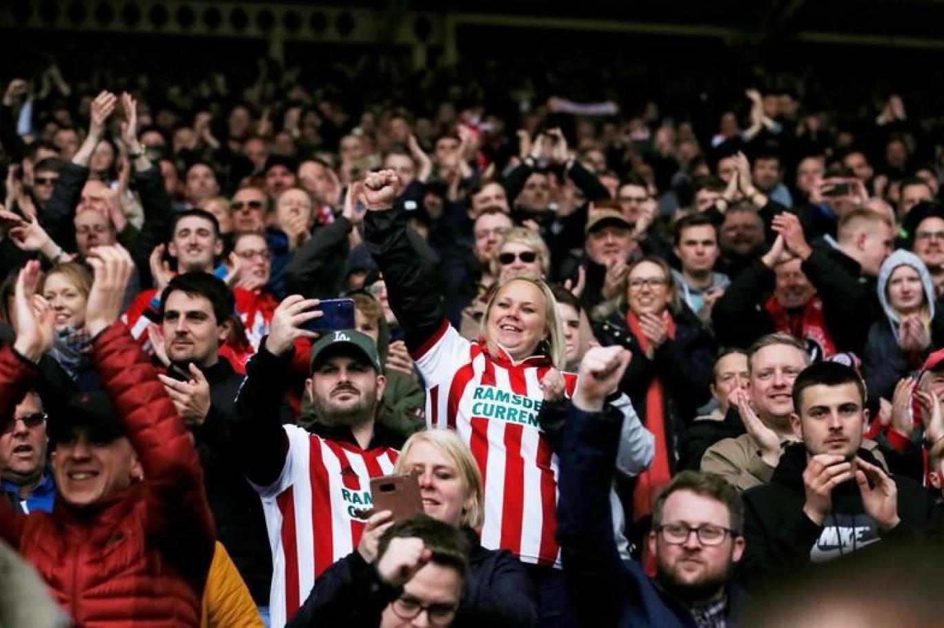 شيفيلد يونايتد يصعد إلى الدوري الإنجليزي الممتاز بعد تعادل ليدز مع أستون فيلا اندبندنت عربية