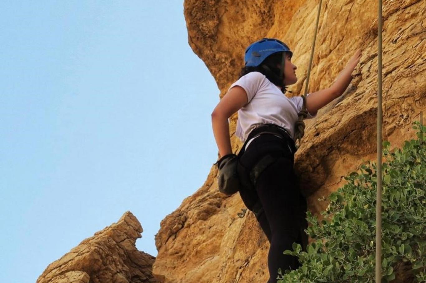 """رياضة """"تسلق الصخور"""" مغامرات داخل الجبال السعودية   اندبندنت عربية"""