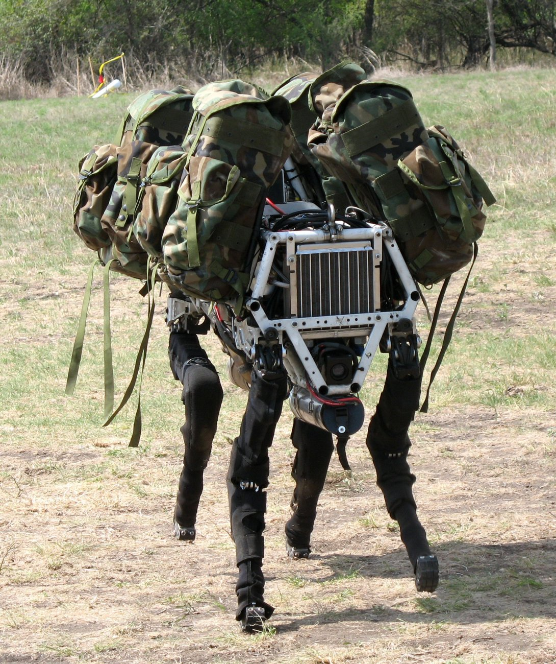 انه روبوت، مهما ترائ لك مظهره الخارجي