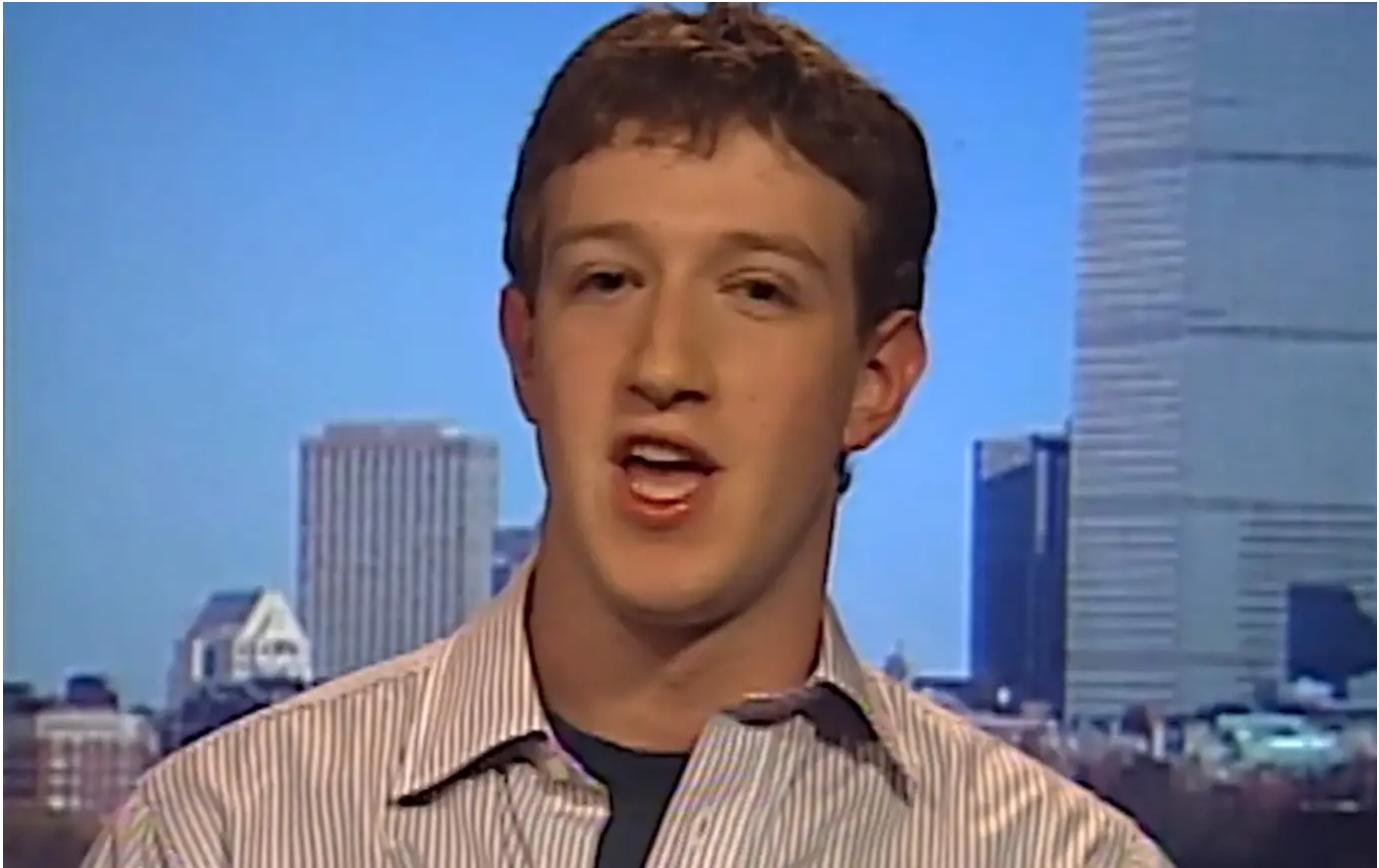 """ظهر مارك زوكربرغ على شاشة """"سي أن بي سي"""" في 2004، عندما كان طالباً جامعة هارفرد بعمر الـ19 سنة، متحدثاً عن """"الفيسبوك"""""""