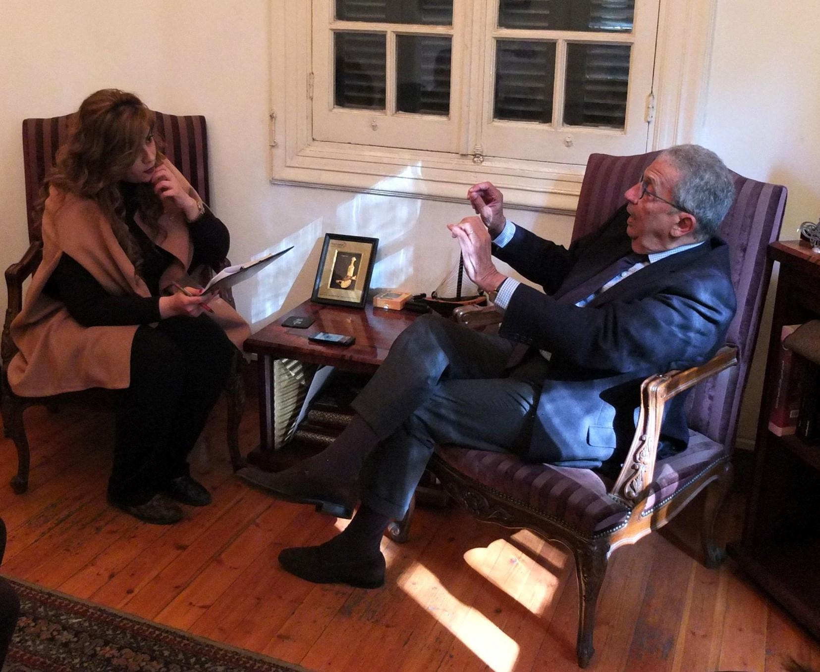 الأمين العام الأسبق للجامعة العربية عمرو موسى خلال المقابلة مع مسؤولة التحرير في مكتب إندبنجنت عربية في القاهرة( صلاح الرشييد)