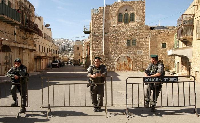 شارع الشهداء في مدينة الخليل الفلسطينية المغلق منذ عام 2002 (وفا)