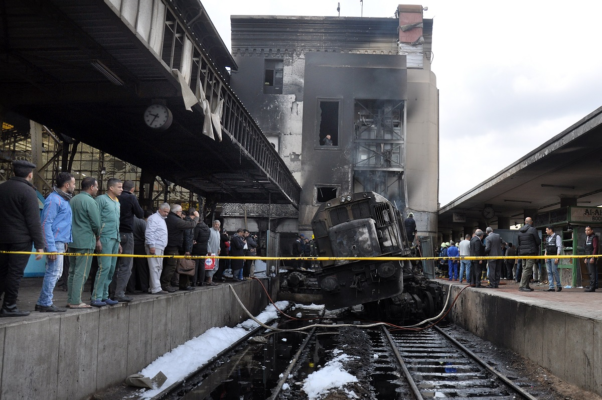 عربة القطار بعد احتراقها (حسام علي - إندبندنت عربية)