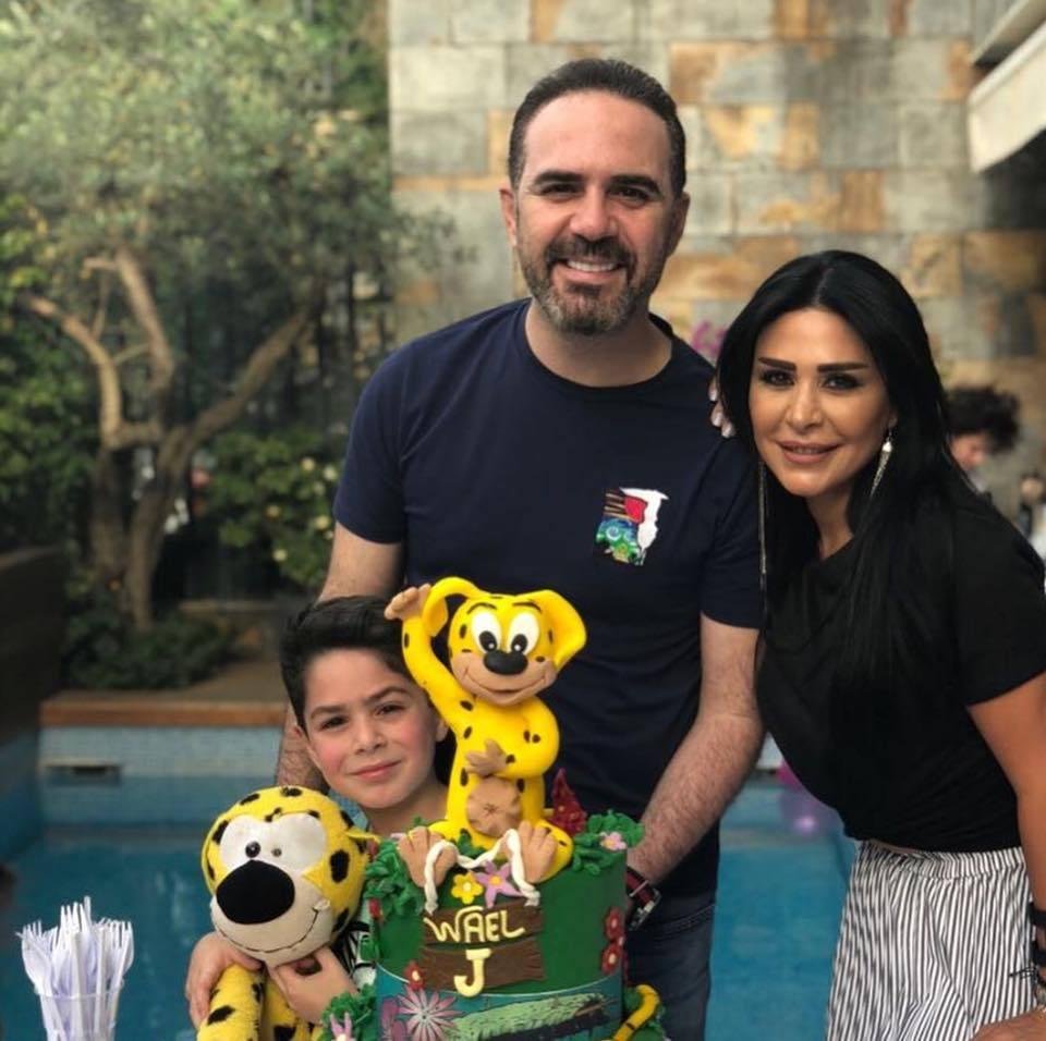 الفنان وائل جسار وزوجته وابنتهما (خاص- إندبندنت عربية)