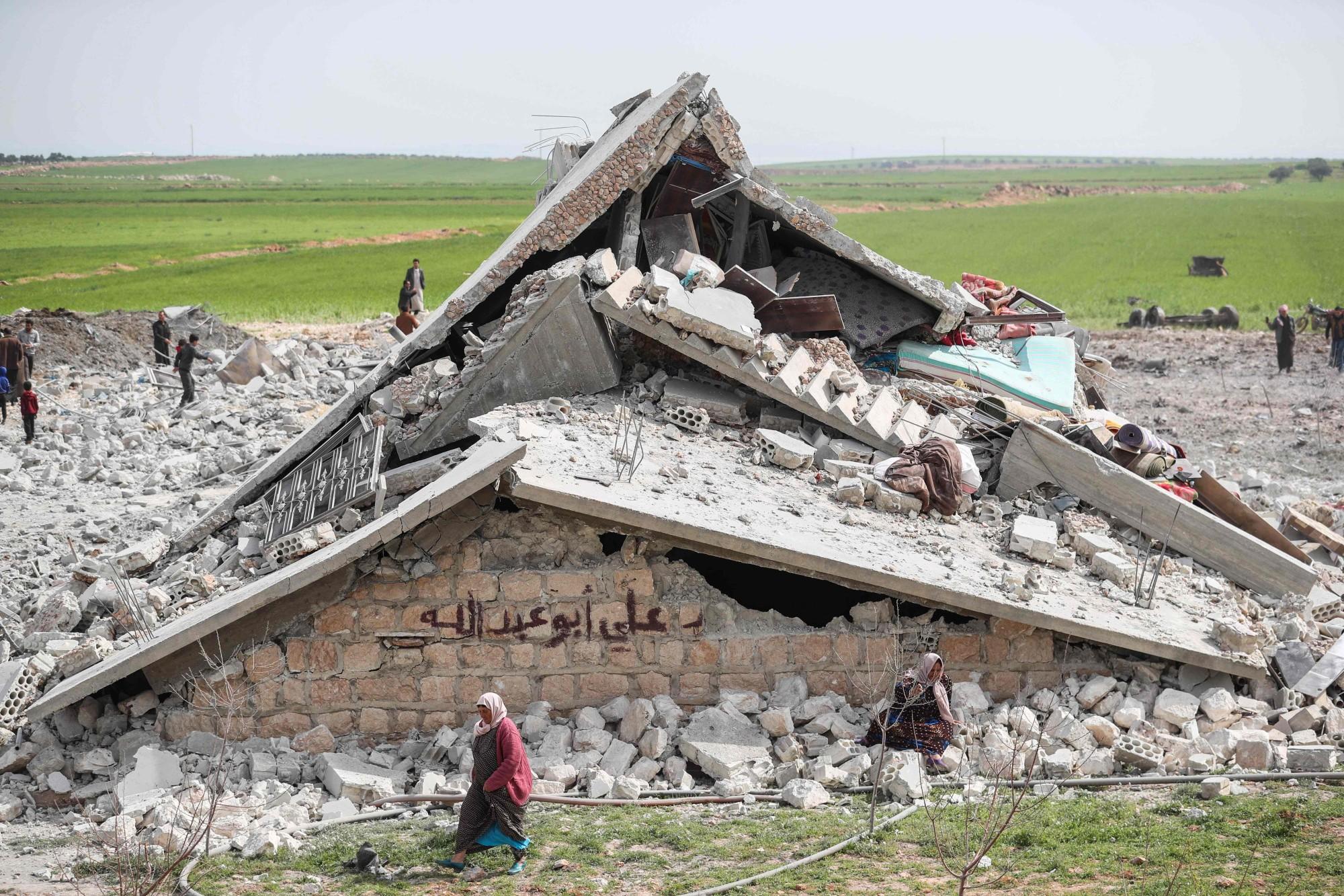 مزرعة دواجن في إدلب دُمرت نتيجة الضربات الجوية الروسية (أ.ف.ب)