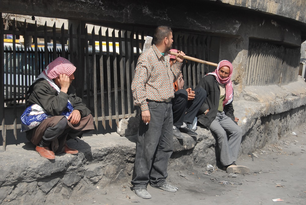 هجرة الشباب أسهمت بدخول كبار السن إلى سوق العمل (اندبندنت عربية)