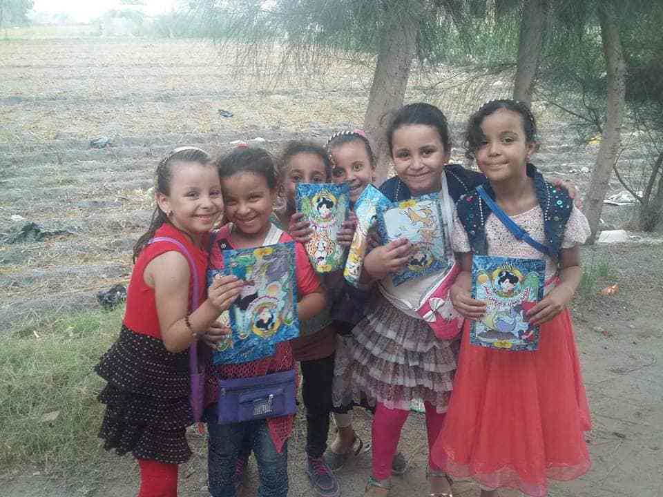 """وزعت """"عربة الحواديت"""" أكثر من 50 ألف كتاب خلال جولاتها في محافظات مصر. (خاص.إندبندنت عربية)"""