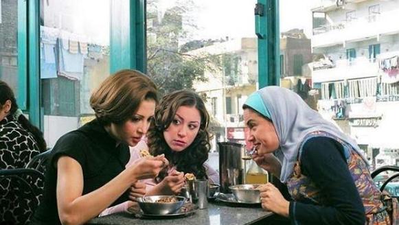 """مشهد من فيلم """" أحلى الأوقات """" يجمع منة شلبي وهند صبري وحنان ترك. (خاص.إندبندنت عربية)"""