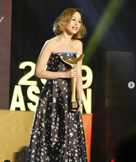 تكريم منة شلبي في مهرجان سينما المرأة بأسوان .(خاص.إندبندنت عربية)