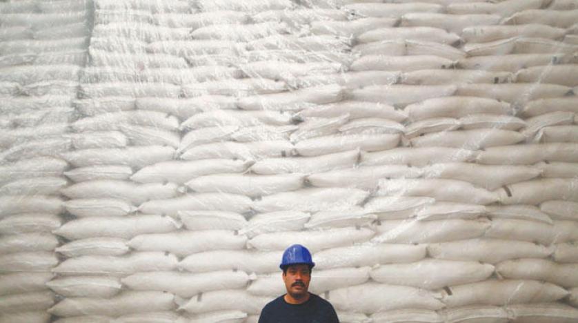 خطة مصر  لتطوير مصانع السكر القائمة يسهم بشكل كبير في تقليل الفجوة الاستهلاكية بين إنتاج واستهلاك السكر. (رويترز)