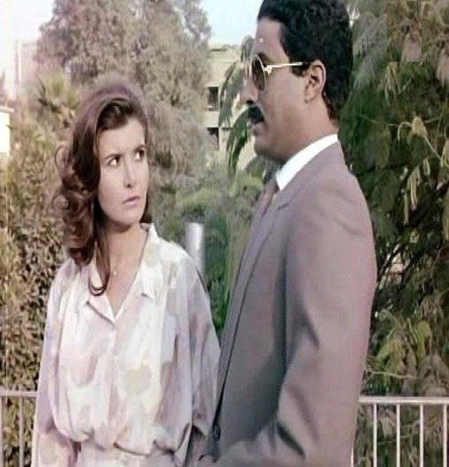 """في واحد من أهم أدواره السينمائية مع الفنانة ميرفت أمين وفيلم """"زوجة رجل مهم"""". إنتاج عام 1988. (السينما.كوم)"""