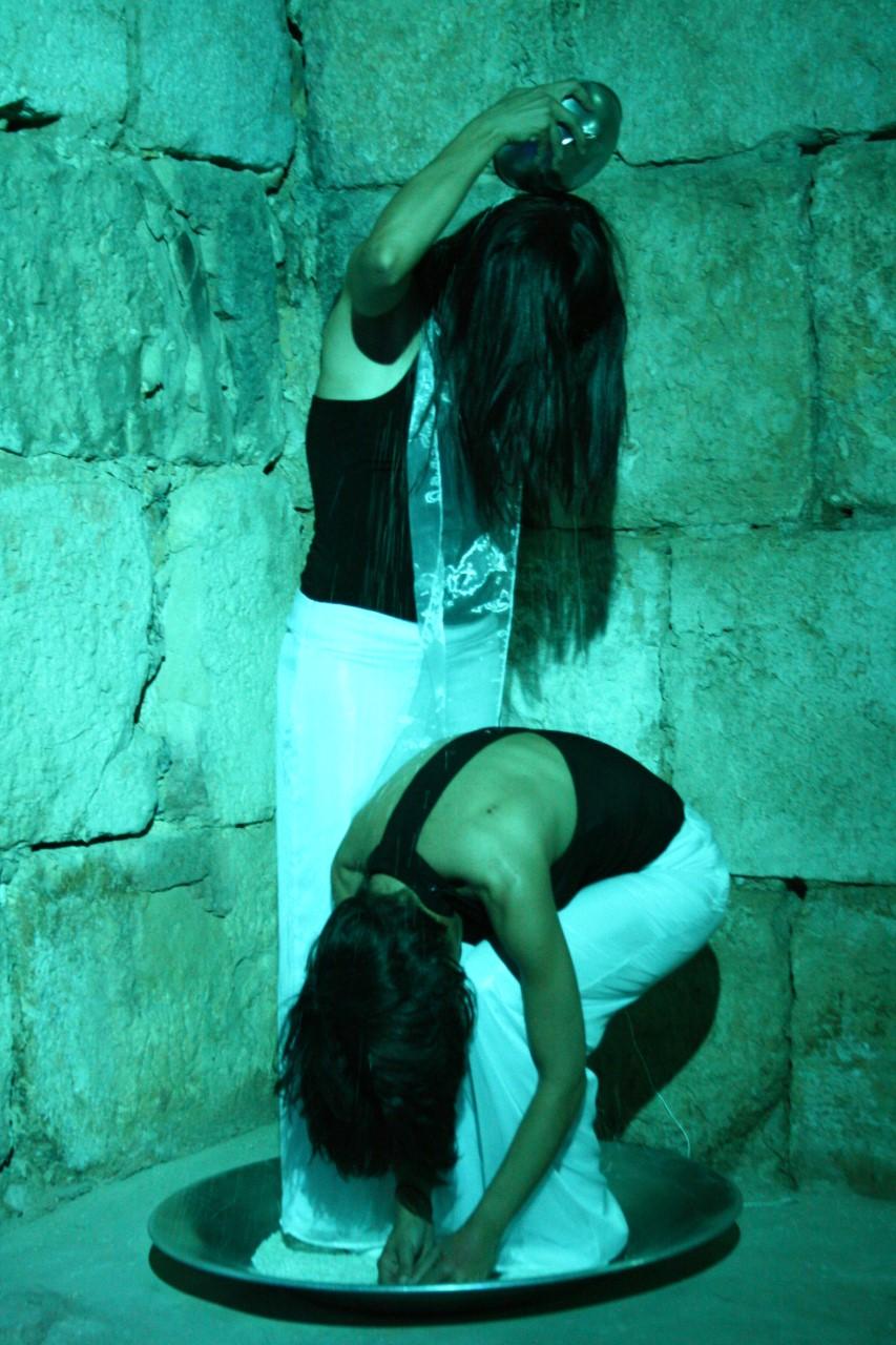 thumbnail_لقطة من مسرحية ألف مبروك في قلعة دمشق.jpg