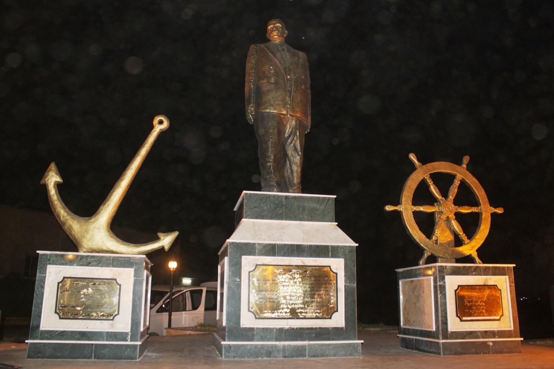 تمثال مدير الموانئ العراقية في عصرها الذهبي اللواء مزهر الشاوي (اندبندنت عربية)