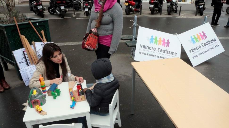 نشاطات مجتمعية للتوعية بمرض التوحد. (أ.ف.ب)