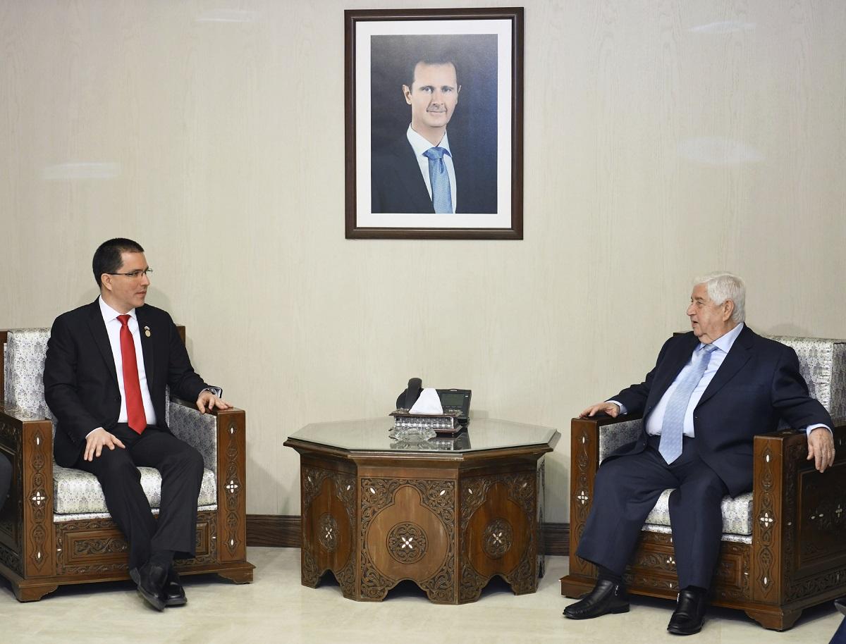وزير الخارجية السوري خلال لقائه اليوم نظيره الفنزويلي في دمشق. (أ.ف.ب.)
