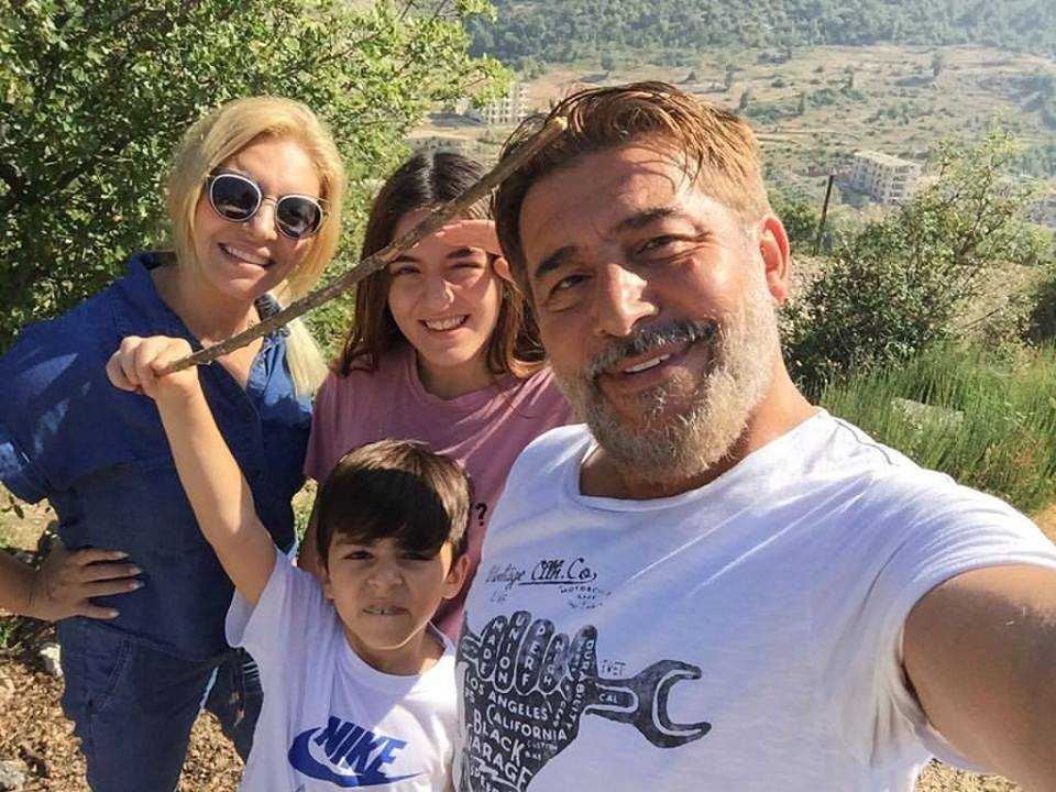 عابد فهد وعائلته. (الحساب الرسمي لعابد على تويتر)