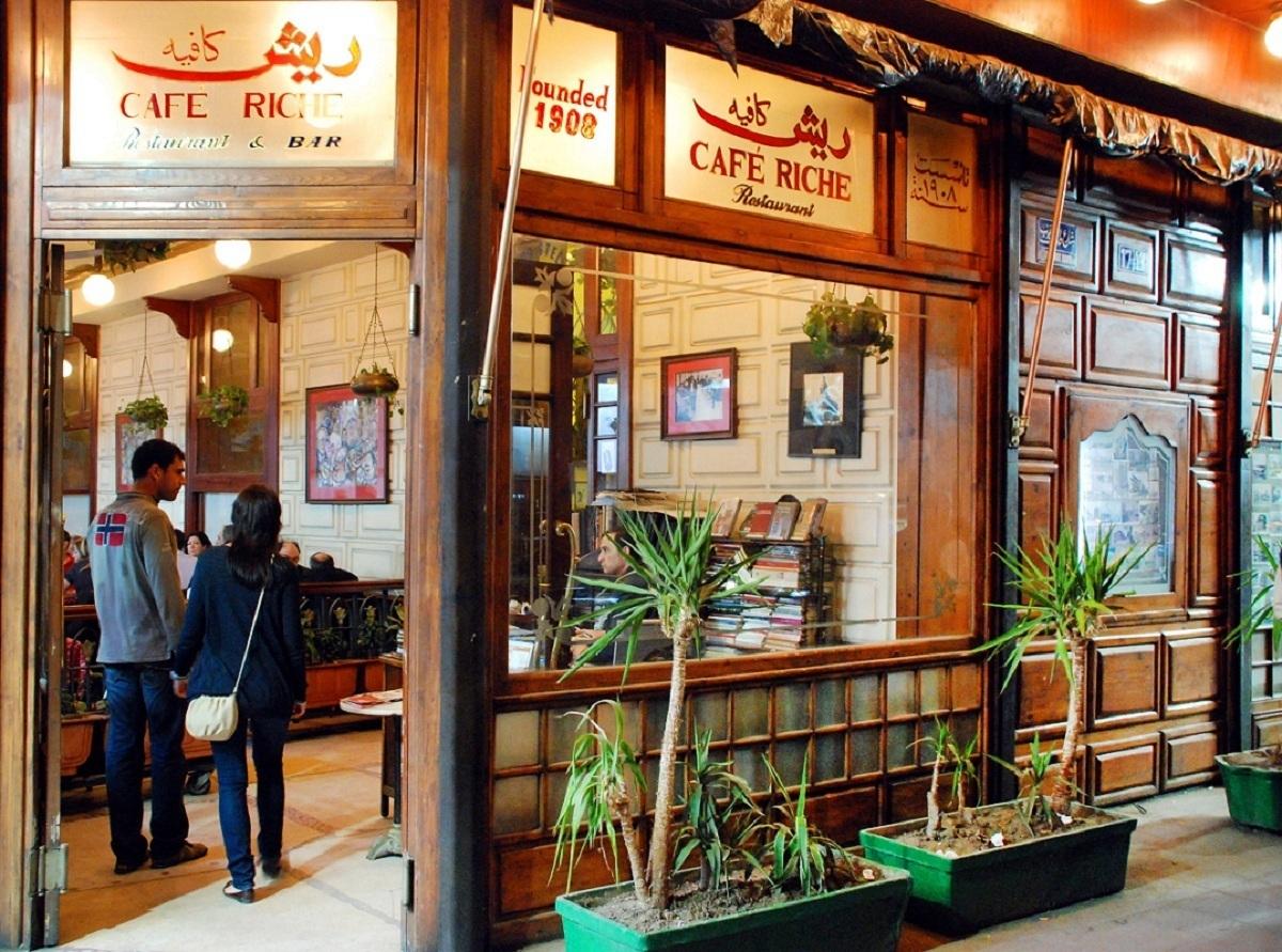 مقهى ريش بطابعه البرجوازي من أكثر مقاهي اليوم عراقة (خاص.إندبندنت عربية)