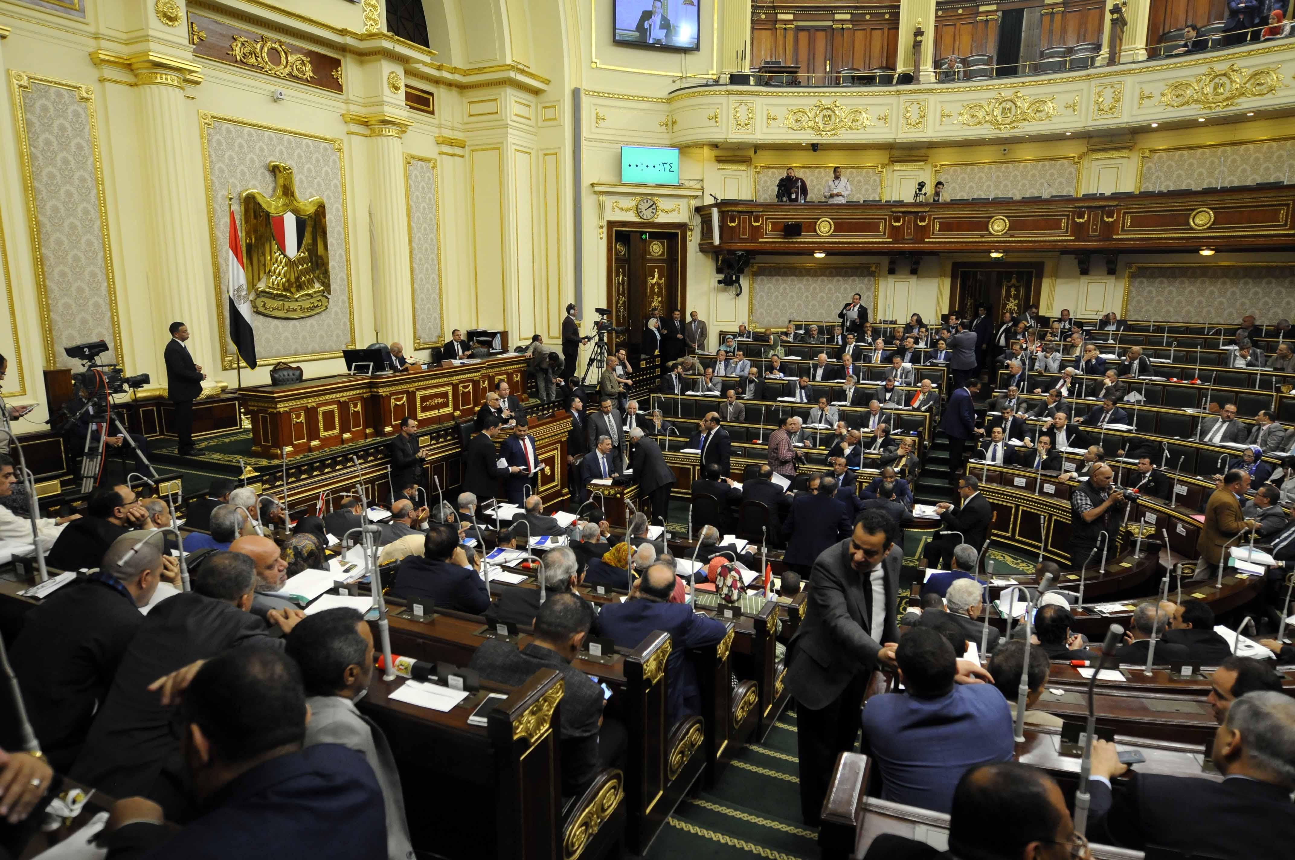 نواب البرلمان المصري أثناء جلسة التصويت على التعديلات الدستورية (خاص إندبندنت عربية)