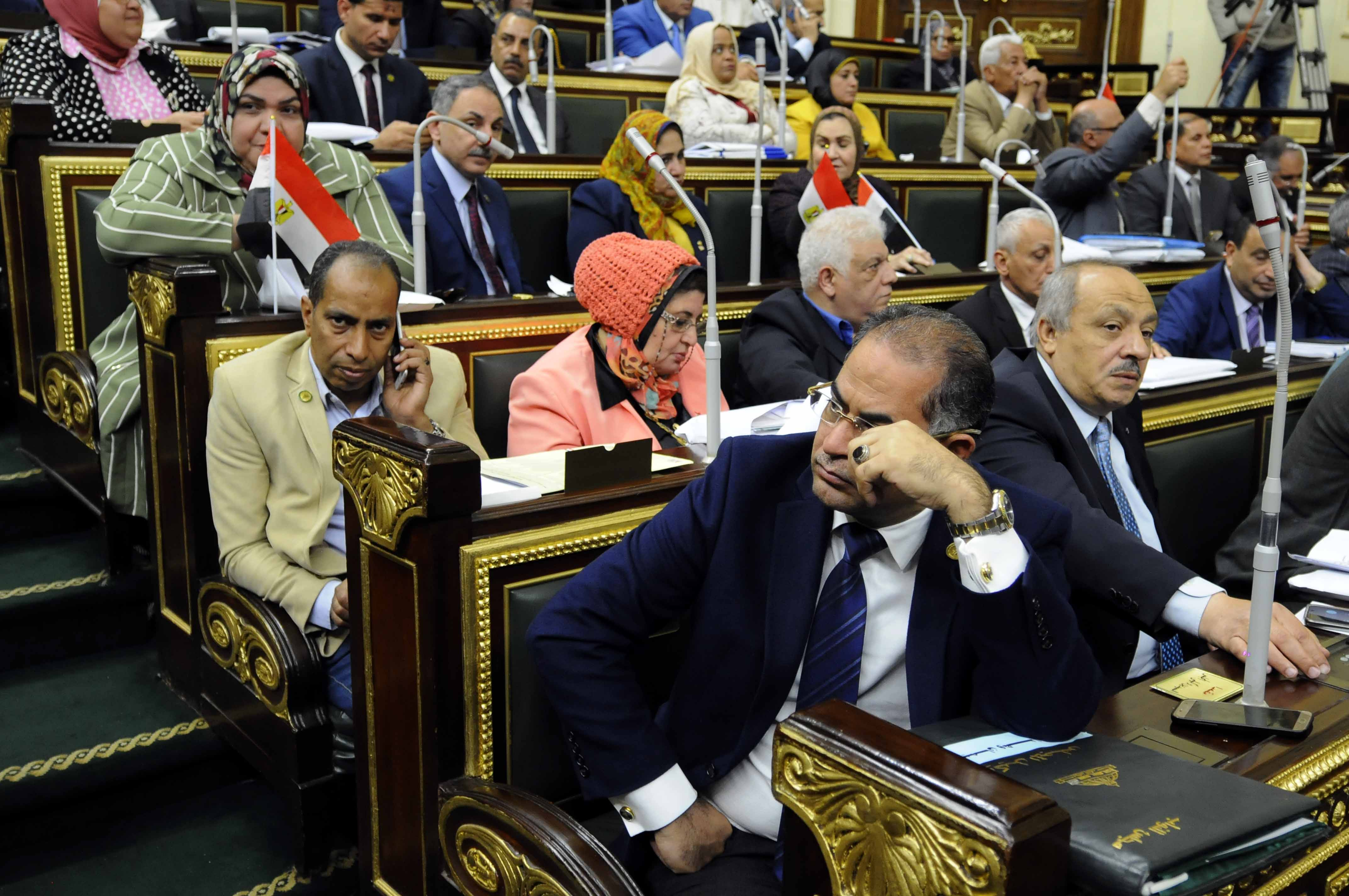 وكيل مجلس النواب المصري سليمان وهدان أثناء جلسة التصويت على التعديلات الدستورية (خاص إندبندنت عربية)