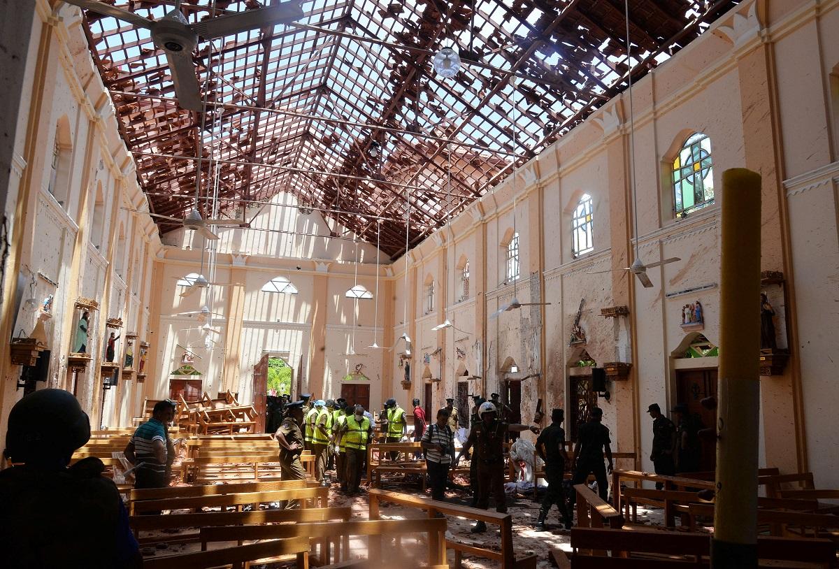 جانب من آثار الدمار التي لحقت بإحدى الكنائس في نوجمبو (رويترز)