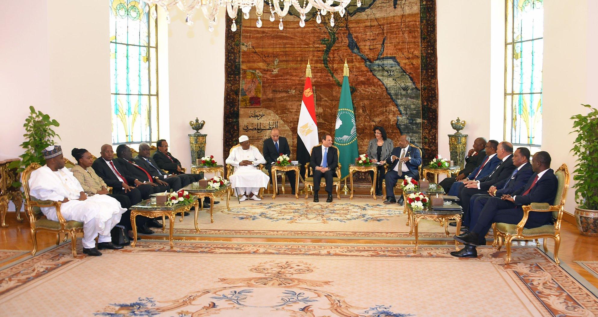 اجتماع القمة التشاورية للشركاء الإقليميين للسودان توافق على تمديد مهلة انتقال السلطة حتى 3 أشهر (صفحة متحدث الرئاسة المصرية على فيسبوك)