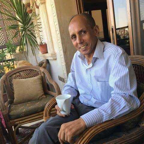 جمال درويش مكتشف قبر الفنانة ناهد شريف (إندبندنت عربية)