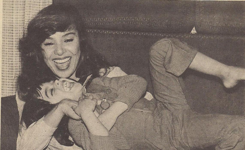 صورة نادرة تجمع الفنانة الراحلة ناهد شريف وابنتها الوحيدة باتريسيا في طفولتها (وكيبيديا)