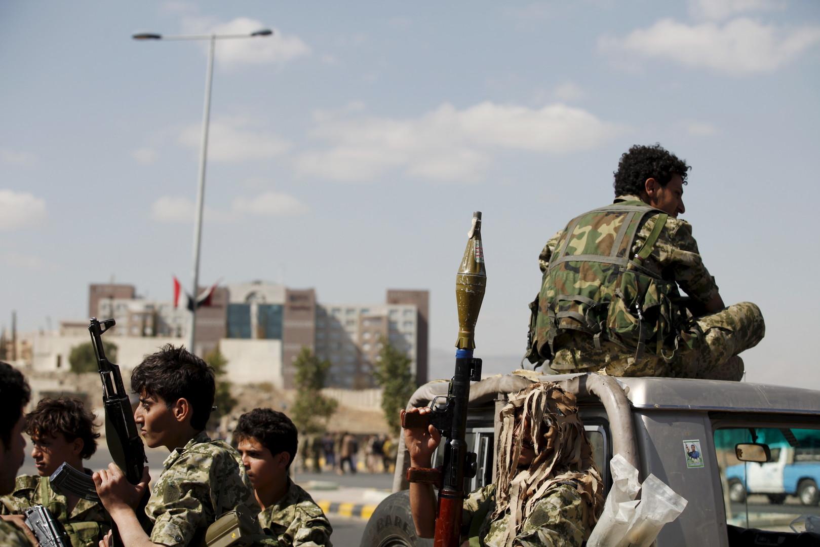 """قُبض على 9 من الصحافيين خلال مداهمة الحوثيين لفندق """"قصر الأحلام"""" بصنعاء (رويترز)"""