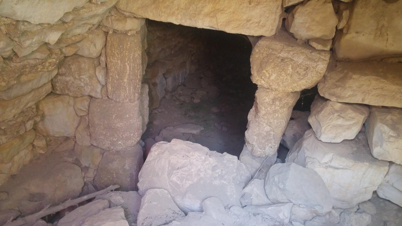 حفريات تحت الأرض لاستخراج الآثار في خربة جراعة ببلدة جماعين قرب نابلس (اندبندنت عربية)