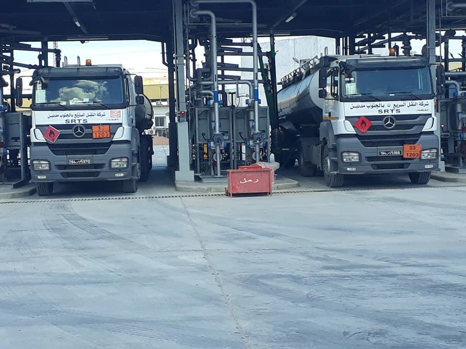 شاحنات نقل البنزين.jpg