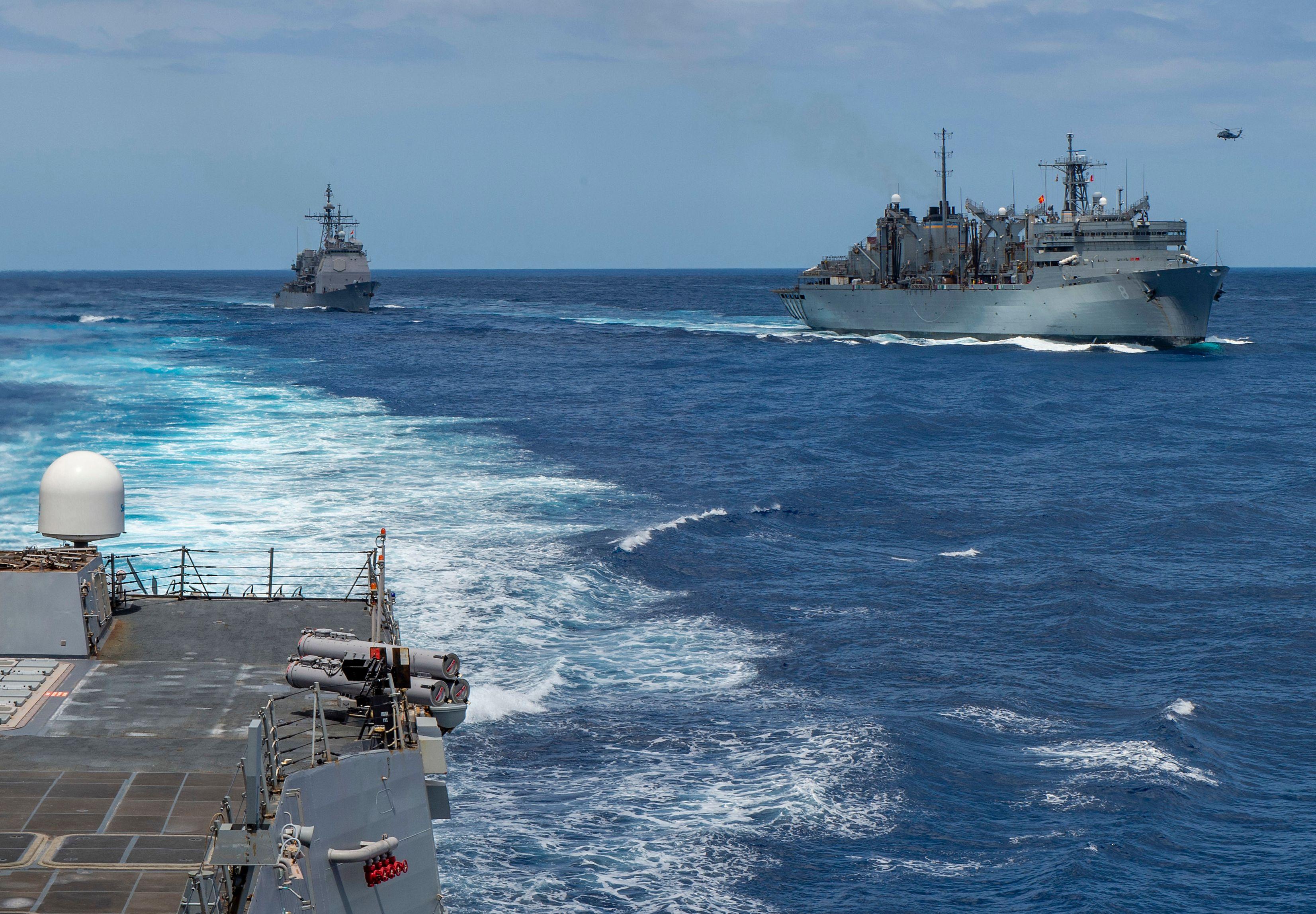 عكس وصول العديد من القطع العسكرية الأميركية إلى منطقة الخليج العربي إصرار واشنطن على مواجهة الاستفزازات الإيرانية في المنطقة (أ.ف.ب.)