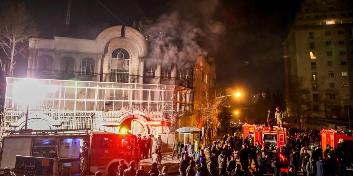 حرق السفارة السعودية في طهران عام 2016 (أ.ف.ب.)