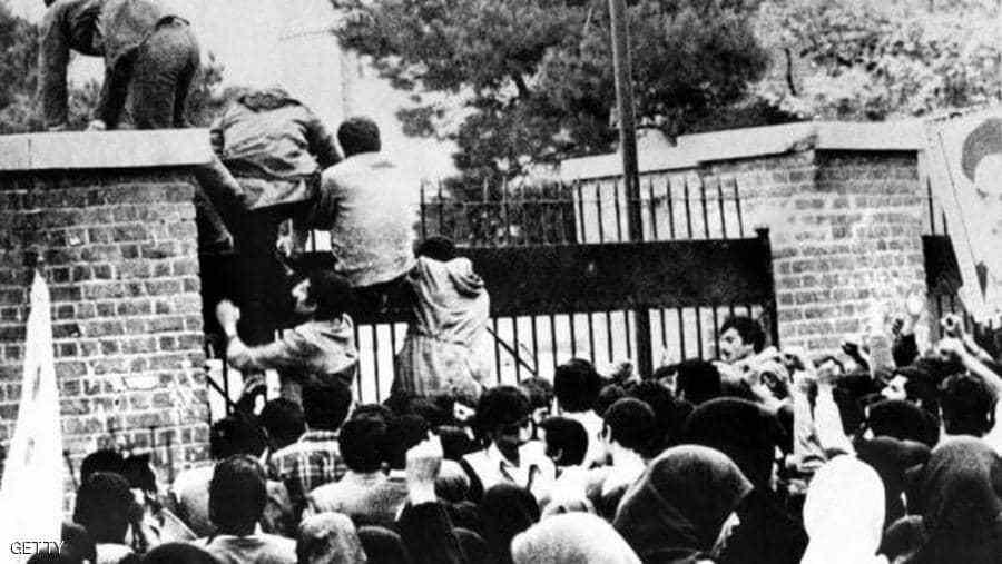 إيرانيون يقتحمون السفارة الأميركية في طهران عام 1979 (وكيميديا)