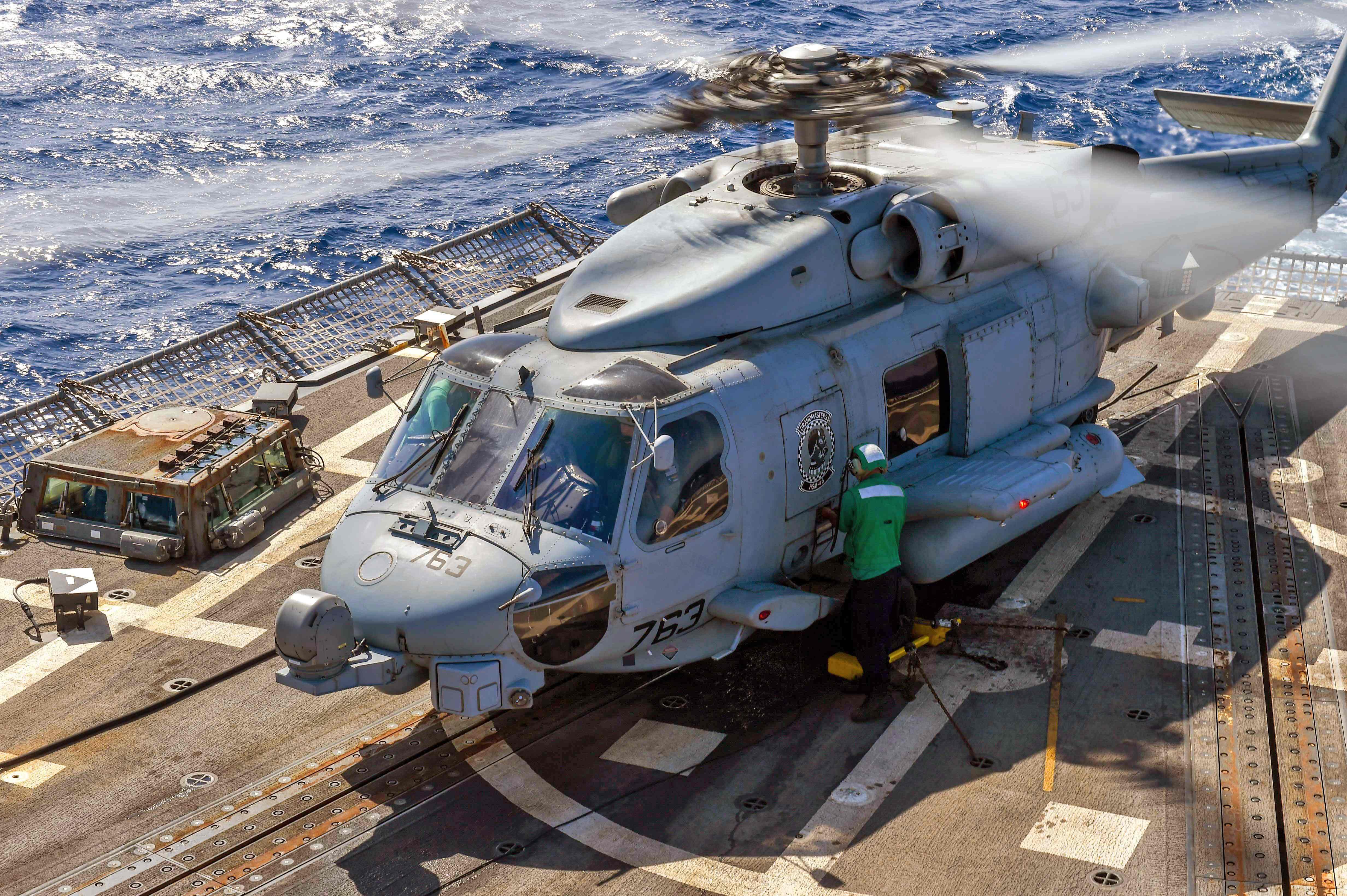 صورة نشرتها البحرية الأميركية لإحدى عملياتها في منطقة الخليج العربي (أ. ف. ب.)