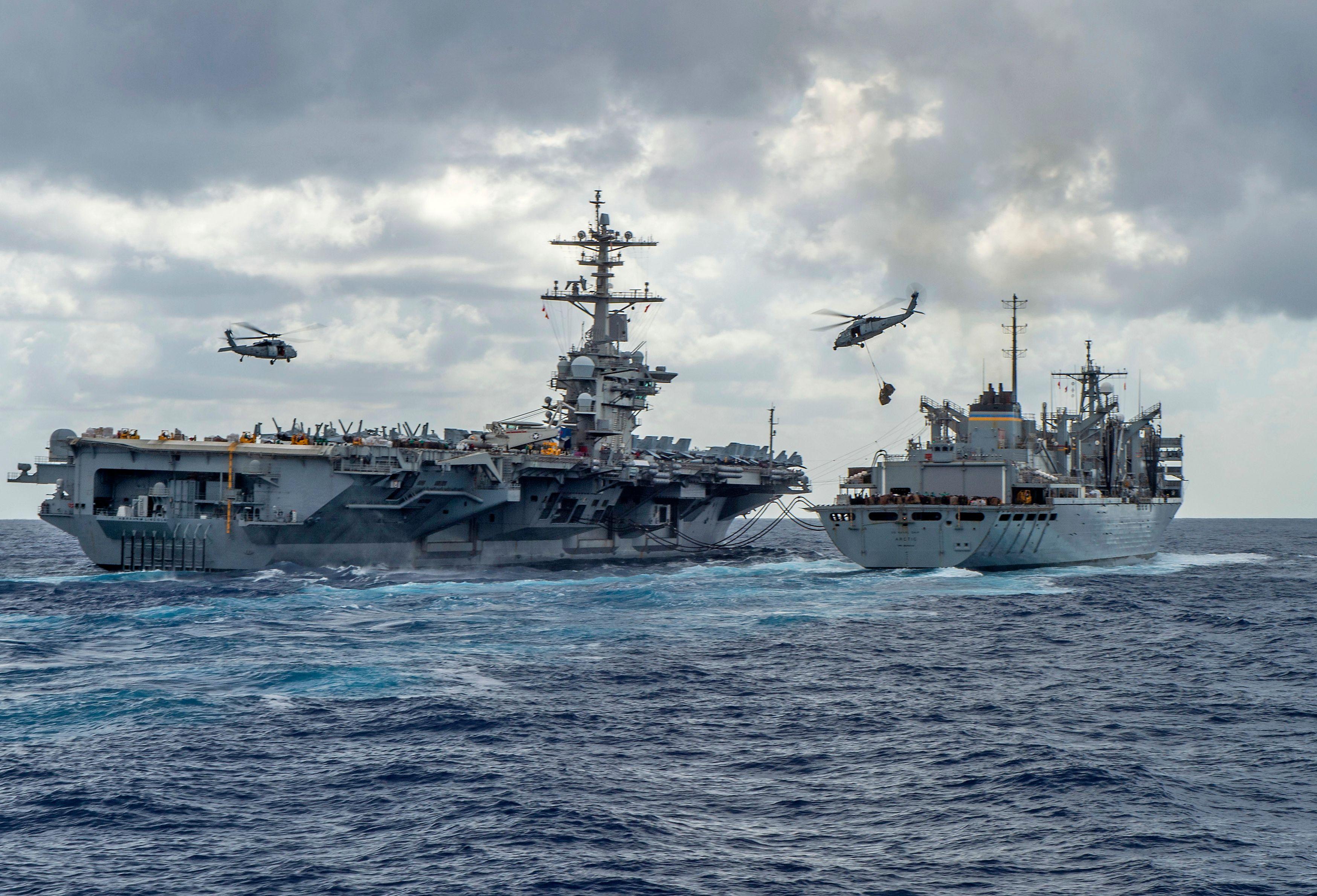 قطع بحرية أميركية فى طريقها إلى منطقة الخليج العربي (أ. ف. ب.)