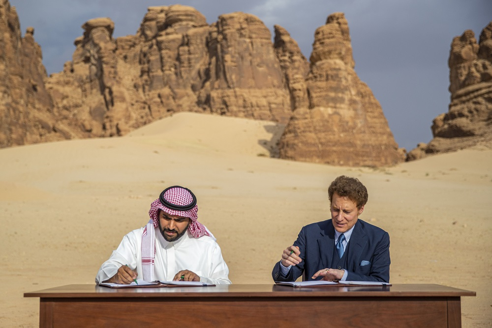RCU Governor HH Prince Bader Signing Agreement with Dr. Thomas Kaplan of Panthera in AlUla - 7 June 2019.jpg