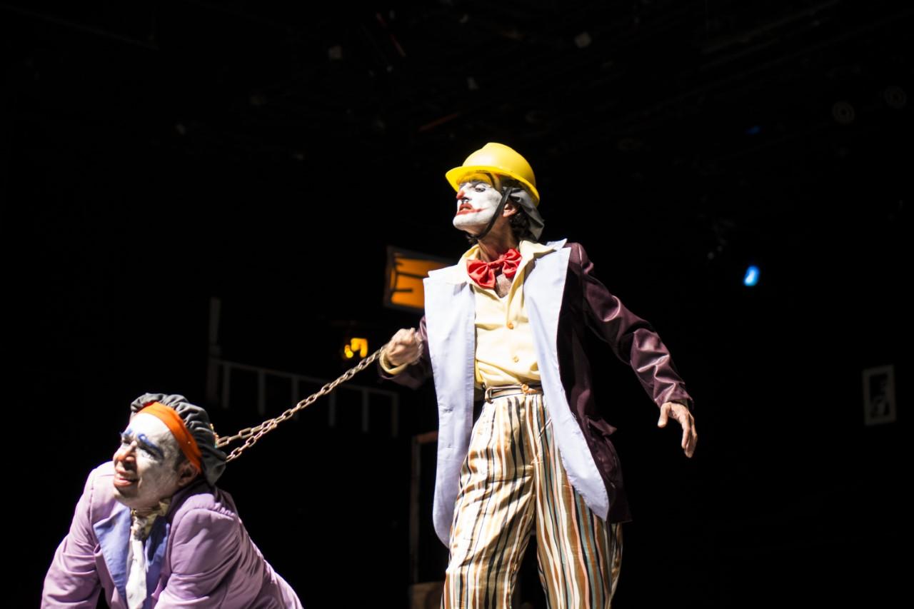 لقطة من عرض ثلاث حكايا على مسرح الحمراء بدمشق.jpg