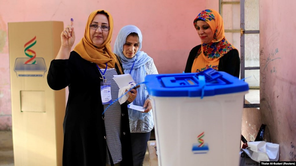 نساء كُرديات تمارسن عملية الانتخاب، مصدر الصورة رويترز.jpg
