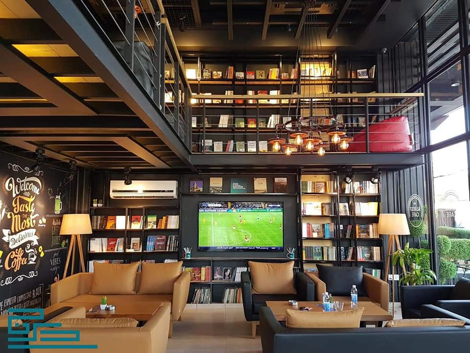 مكتبة درج في الريف كافيه جانب الرصافة من بغداد.jpg