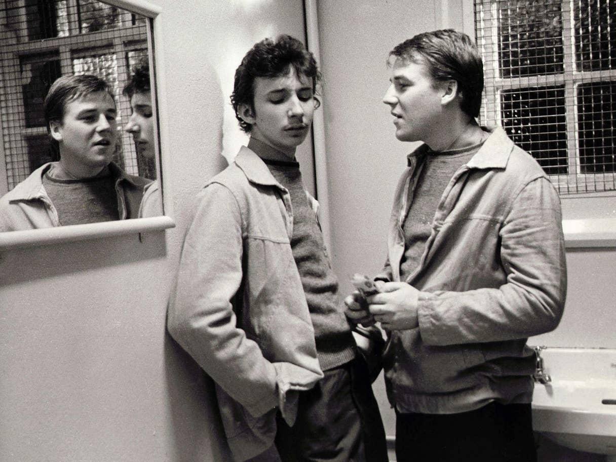 """باتريك موراي و راي وينستون في فيلم آلان كلارك """"سكام"""" أو """"حثالة"""" (عن ريكس)"""