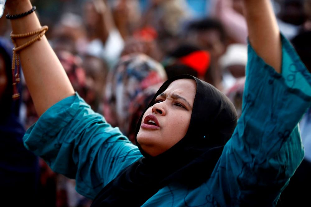 مشاركة المرأة السودانية ركن أساس في نجاح الثورة والسودان الجديد (غيتي).jpg