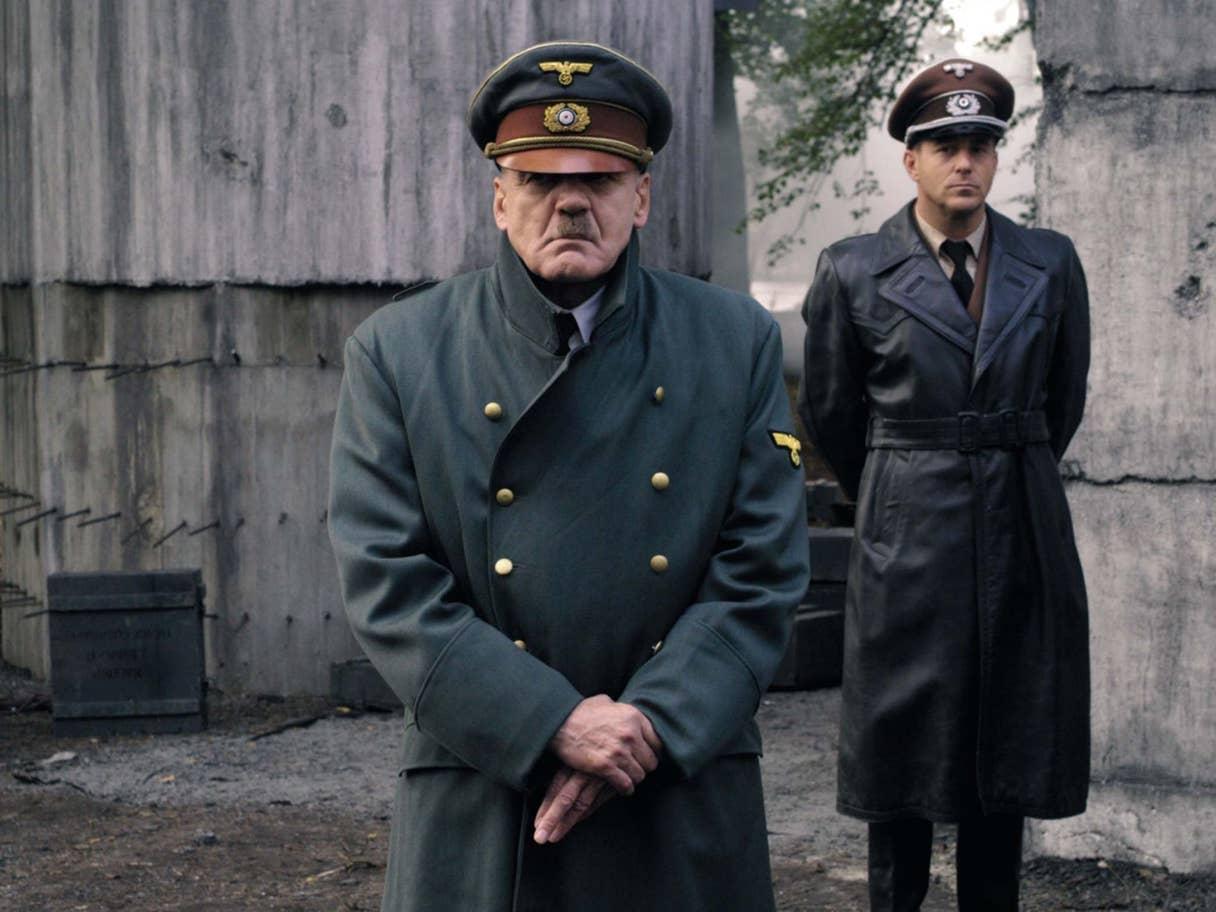 """في فيلم """"السقوط""""، ظهر الزعيم النازي كقائد أرعن وبائس ومتخبّط، من دون التشديد على تطرفه العنصري ونظرياته في الأعراق وإبادتها!"""