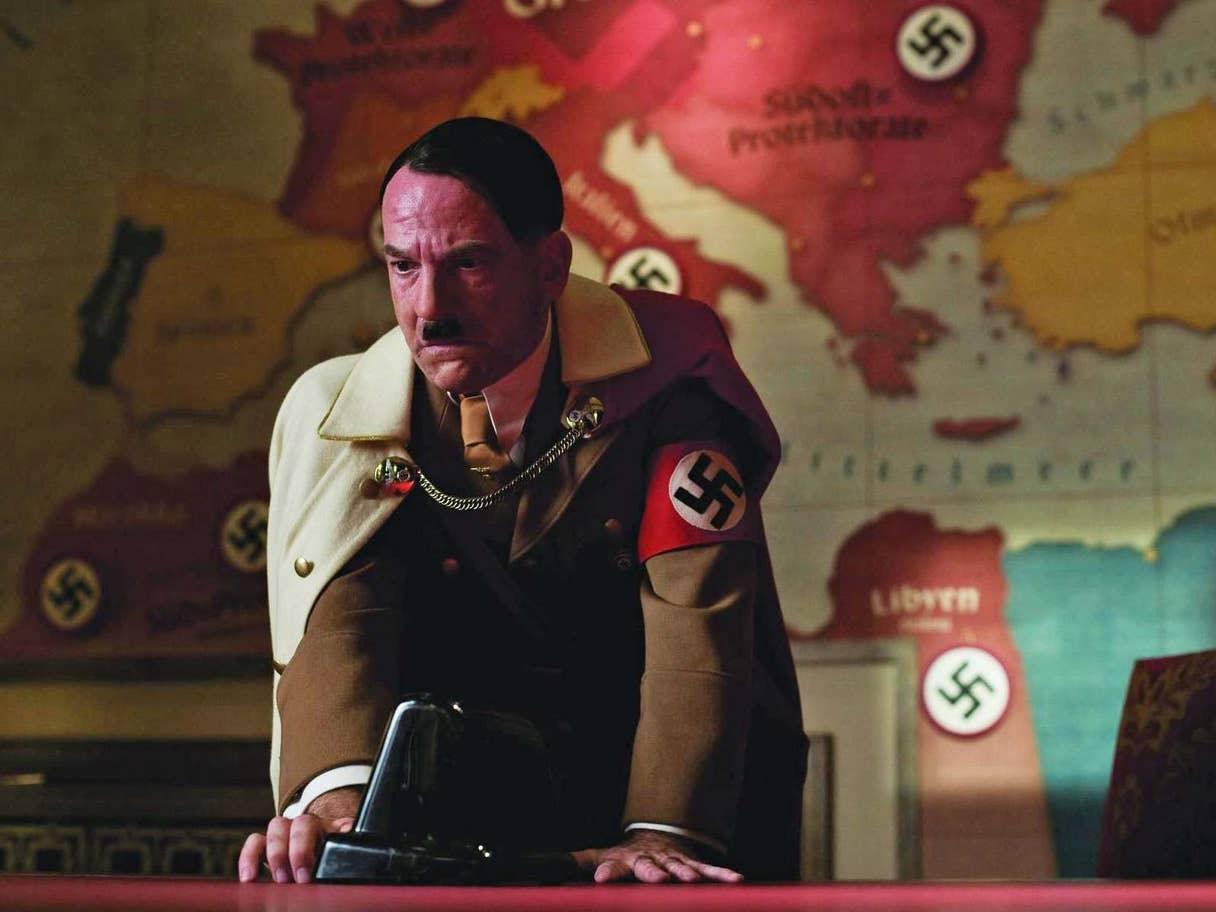 """عمد المخرج المشاكس كوانتين تارينتينو في فيلم """"أشرار غير مجيدون""""، إلى السخرية بعمق من ديكتاتور الرايخ الثالث"""