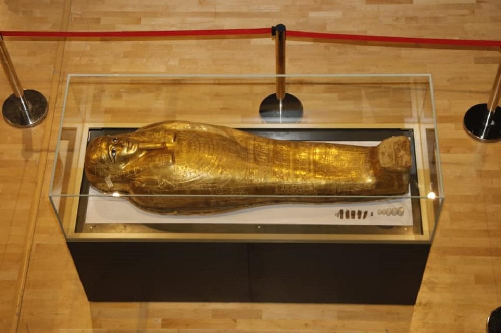 تابوت الكاهن نچم عنخ ( الصفحة الرسمية لوزارة الآثار المصرية ) (2).jpg