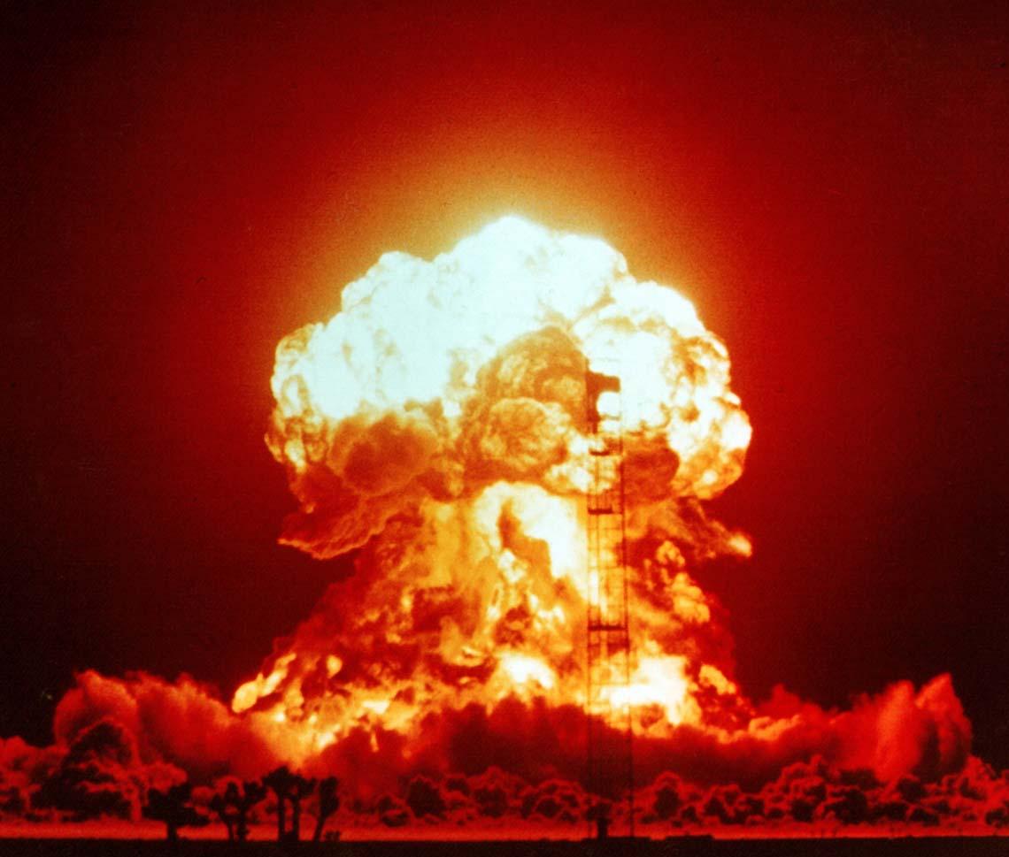 """عندما """"تضطرب"""" الذرّة تنشطر وتنفجر. لكن، ما الذي يجلب استقرارها أصلاً؟"""