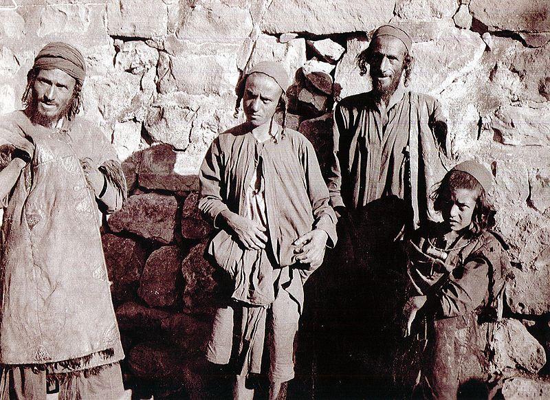 Jews_of_Maswar_(Yemen),_1902.jpg